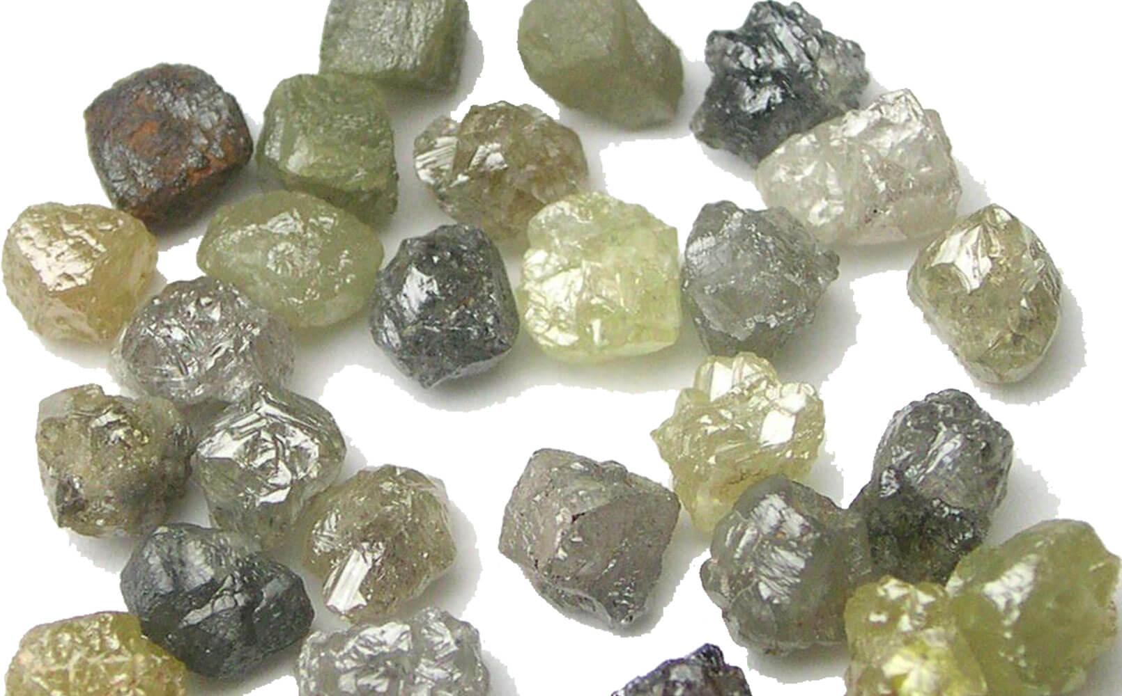 Так выглядят алмазы в природе